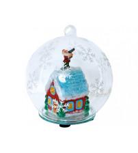 Новогодний шар с меняющей цвет подсветкой с занесенной снегом избушкой Деда Мороза внутри